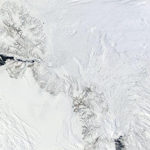 Arctic_r03c03.2010158.terra.1km