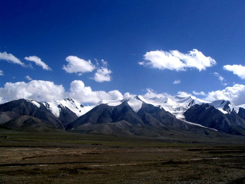 Photo of transition between taklamakan and tibetan plateu