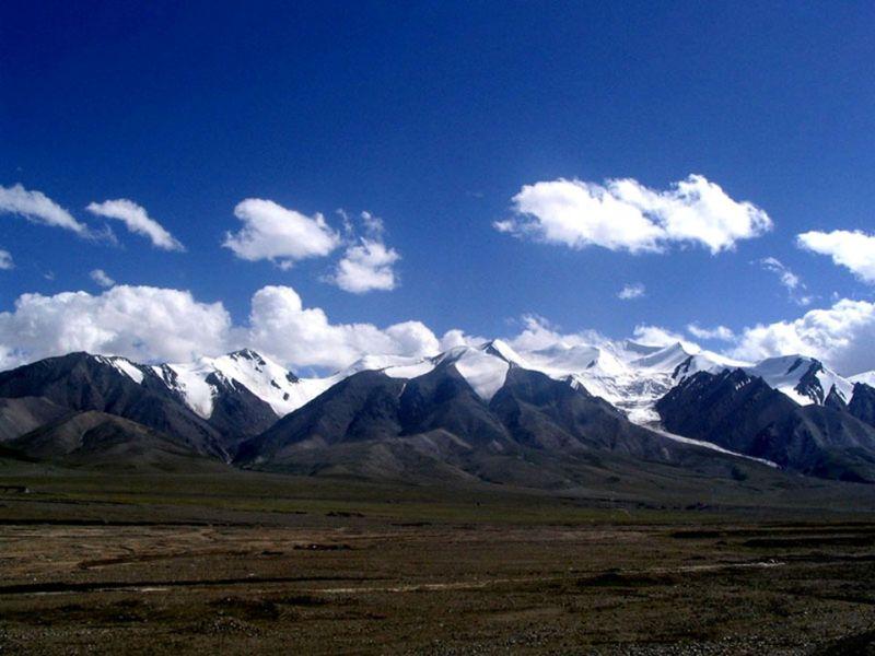 Photo of transition between taklamakan and tibetan plateu